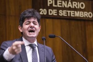 Tiago Simon pediu vistas do projeto, na última sessão (Foto: Guilherme Santos/Sul21)