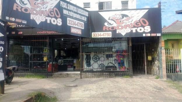 A Rodrigo Motos fica na Avenida Bernardino Silveira Pastoriza, nº 413