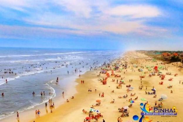 Praia no Balneário Pinhal, onde está localizada a colônia
