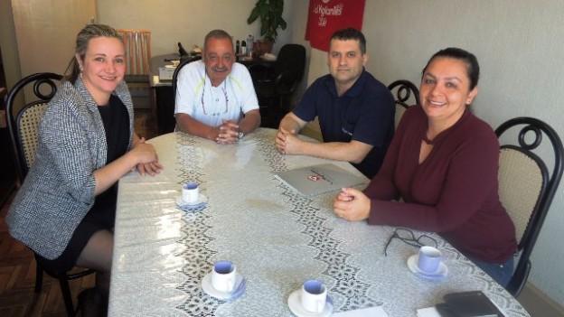 Patrícia, à esquerda, o presidente, Emilton e Camila