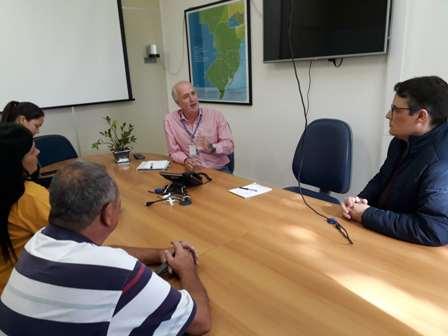 Presidente Dias, Elisa e Maurício tiveram reunião com administrador da Eletrosul, ao fundo