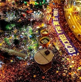 Nesta quinta-feira (30), novamente, aconteceram grandes manifestações no País todo contra os cortes, como em São Paulo (foto)