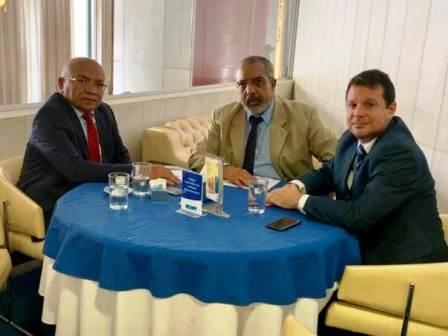 Reunião do deputado distrital Chico Vigilante, à esquerda, com  Paim e Reguffe