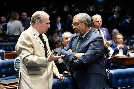 Paim e o senador Tasso Jereissati (PSDB), relator da reforma da Previdência no Senado(Foto: Jefferson Rudy/Agência Senado)