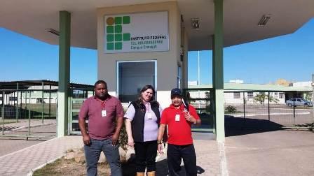 Mota e Adão, com a funcionária Carla, no IFSUl