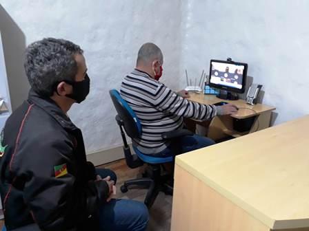 Presidente Dias, no computador, e diretor Luis Henrique Aguiar, na videoconferência de hoje